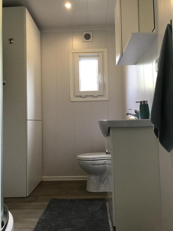Wyposażona łazienka w domku letniskowym