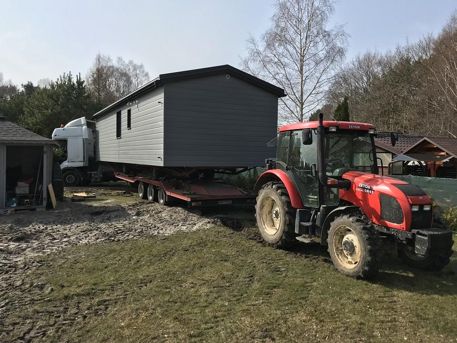 Transport domku mobilnego na działkę