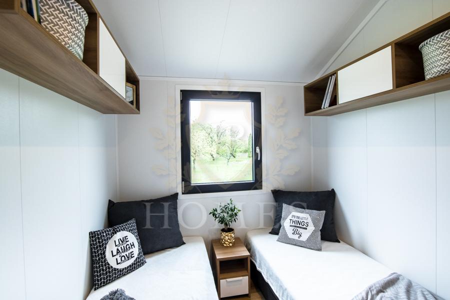 Sypialnia w domku mobilnym JB Silver Moon